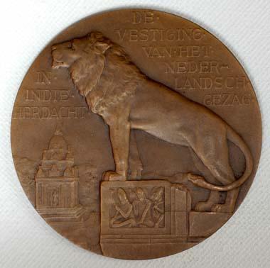 300 jaar gezag in Indië - brons